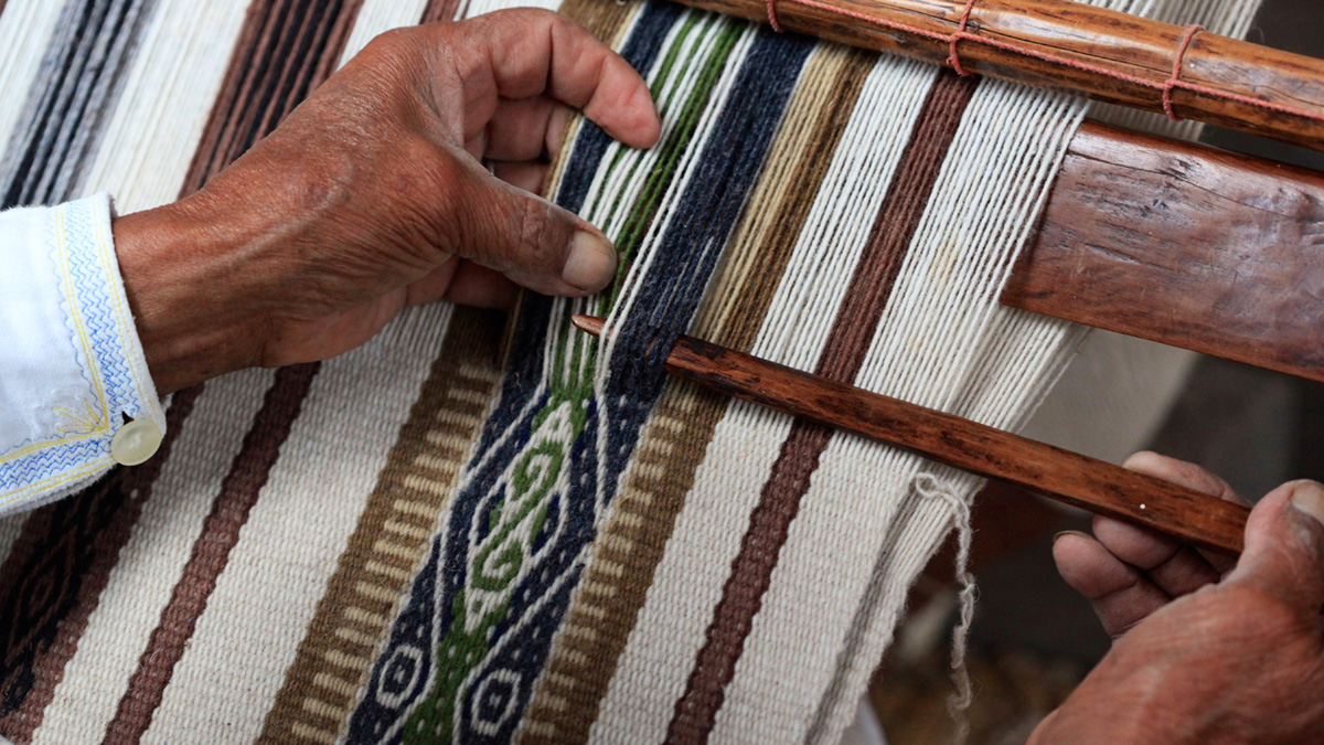 Otavalo-Handcraft-Tour,-full-day,-daily-from-Quito,-includes-lunch-at-Hacienda-Pinsaquí,-Puerto-Lago-or-Hacienda-Cusín,-private,-MT-142A-imagen2