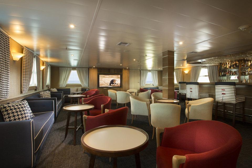 Yacht Isabela II Bar Salon