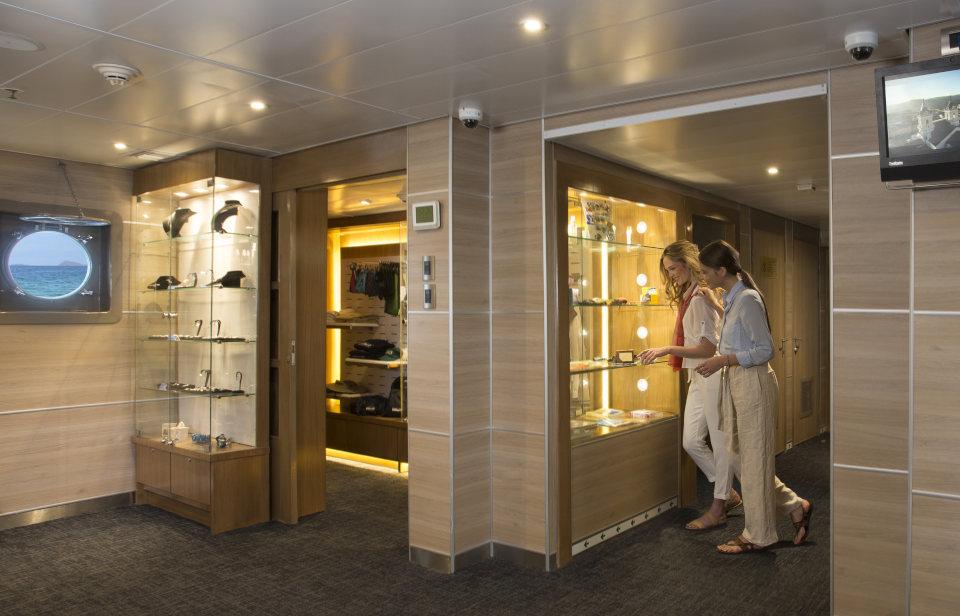 Yacht Isabela II Boutique