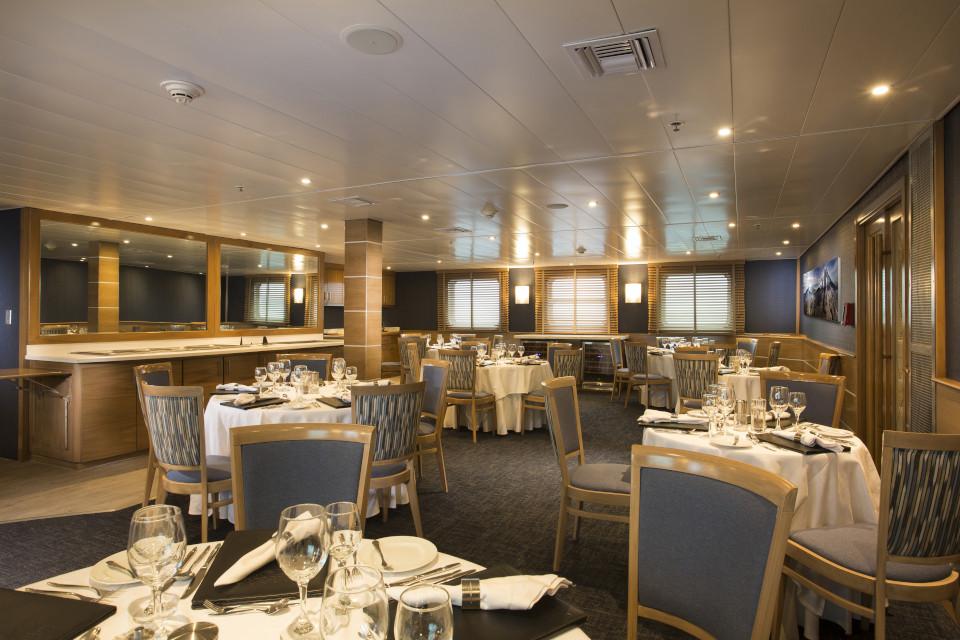 Yacht Isabela II Restaurant