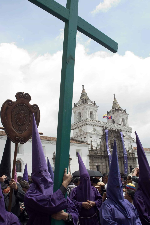 Cucuruchos in Plaza San Francisco.