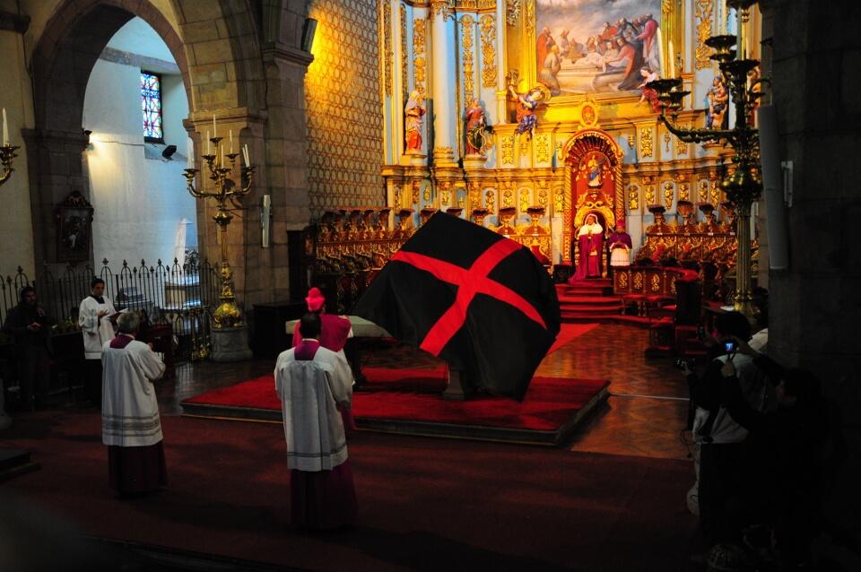Arrastre de Caudas during Holy Week in Quito.