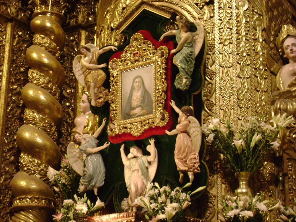 Virgen de la Dolorosa on her niche.
