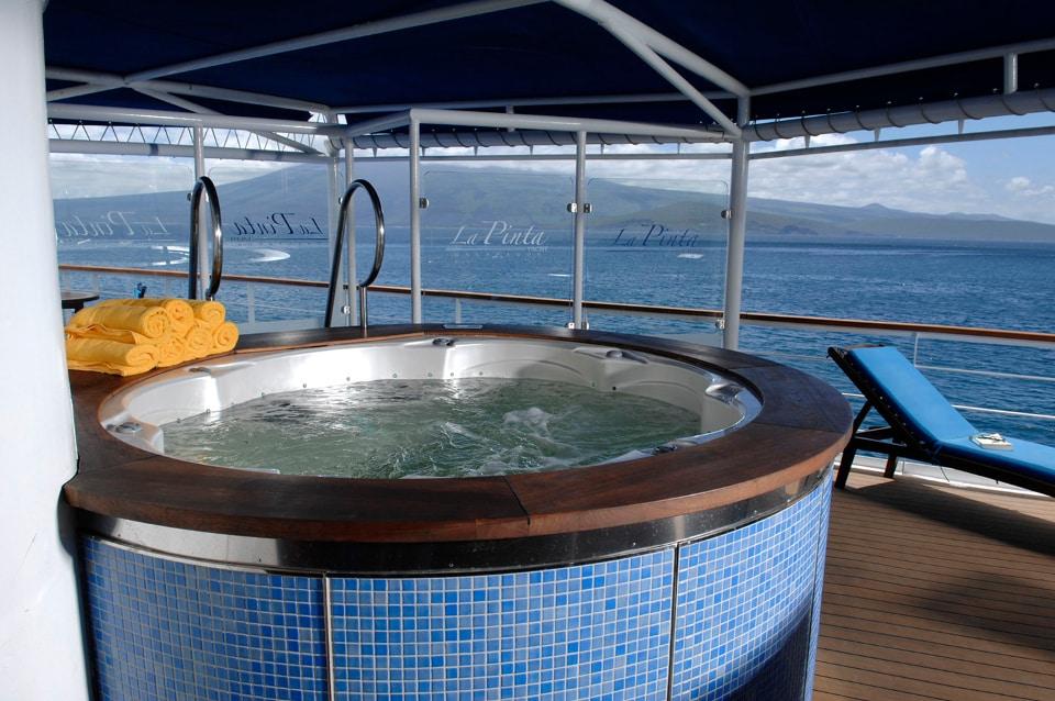 Yacht La Pinta jacuzzi.