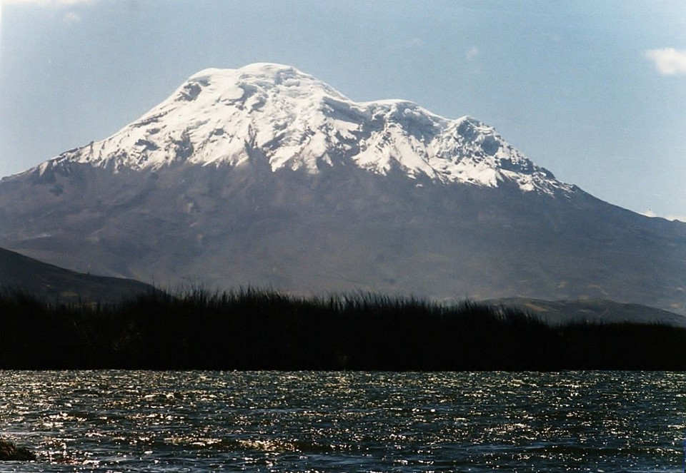 Colta Lake and Chimborazo in the distance. Photo By Dr. Carlos Costales Terán [GFDL (http://www.gnu.org/copyleft/fdl.html) or CC BY-SA 4.0-3.0-2.5-2.0-1.0 (https://creativecommons.org/licenses/by-sa/4.0-3.0-2.5-2.0-1.0)], via Wikimedia Commons