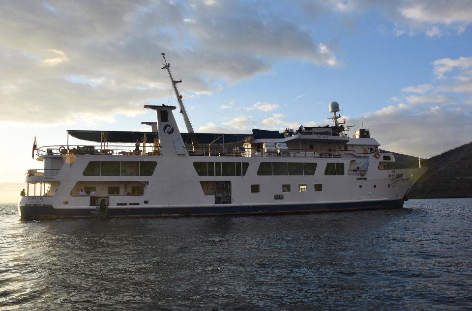 galapagos yacht isabela II