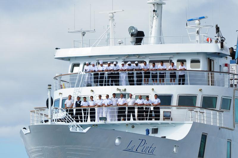 Galapagos cost: Yacht La Pinta's crew