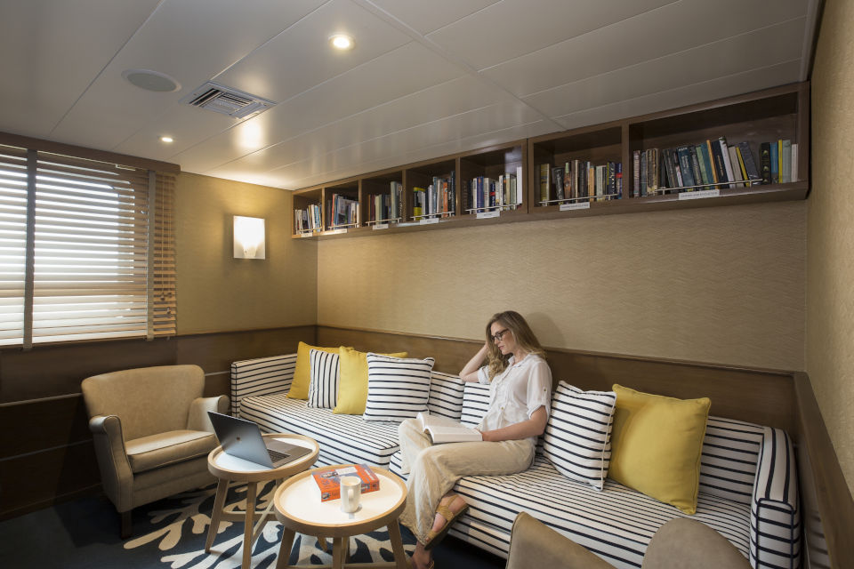 Yacht Isabela II - Social Area - Library.