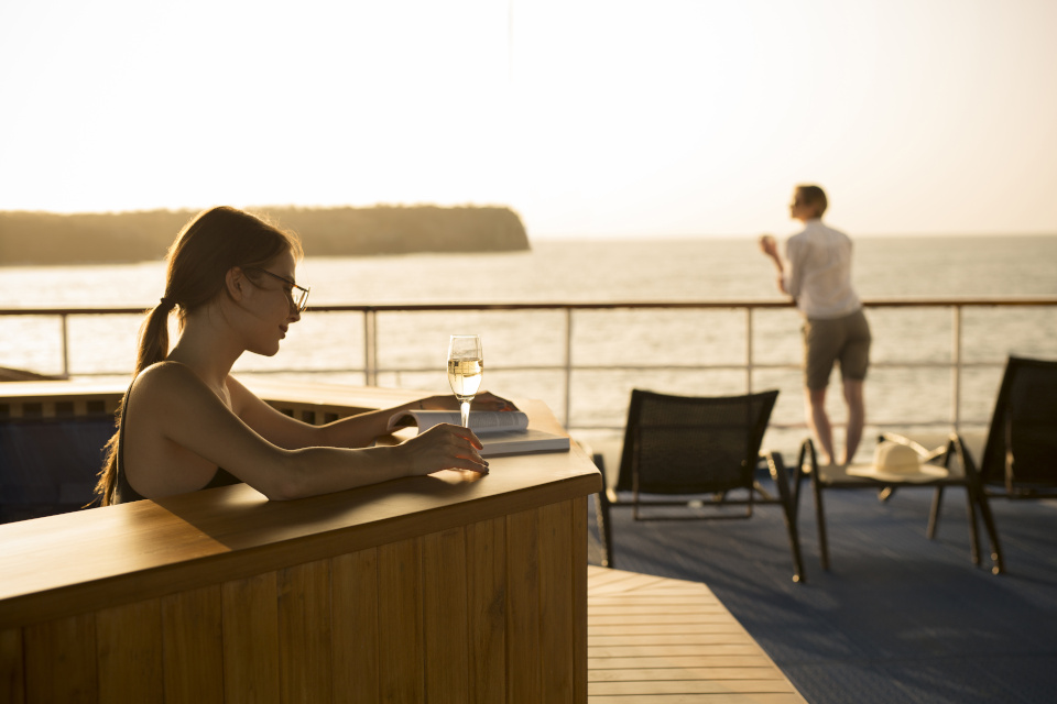Guest in the hot tub of Yacht Isabela II.