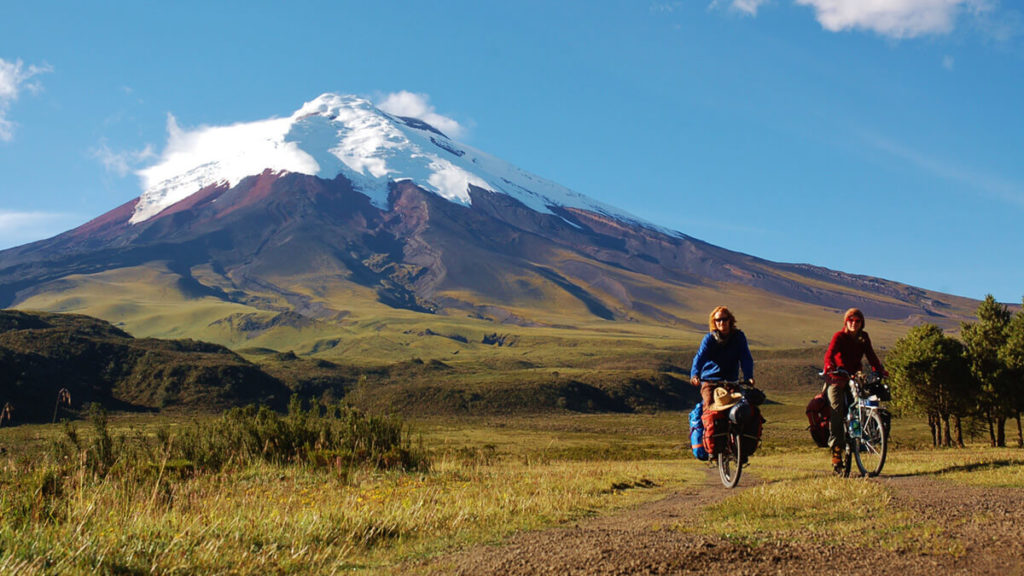 Guests on a mountain bike adventure in Cotopaxi and Illinizas volcanoes.