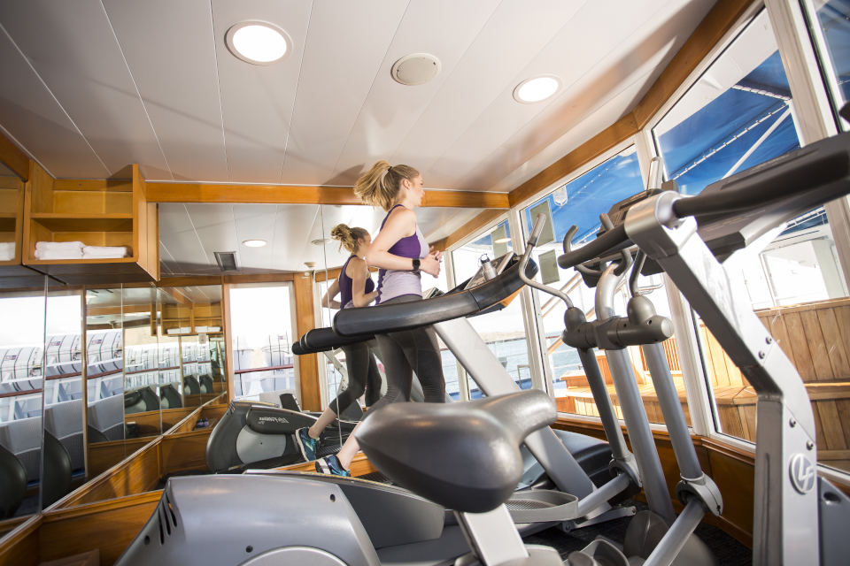 Guests trainning at the gym in Yacht Isabela II.