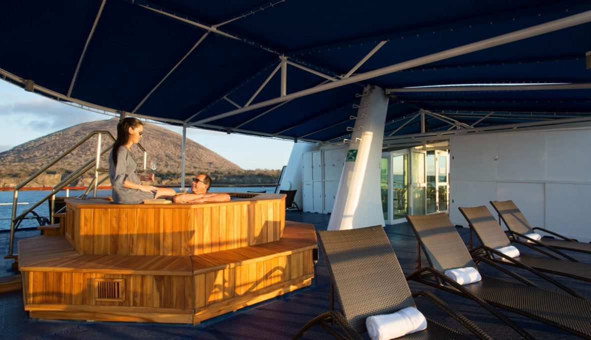 The hot tube in Yacht Isabela II.