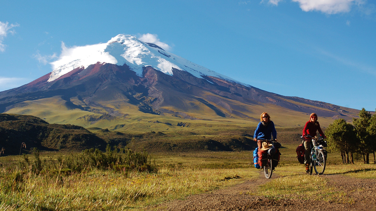 Mountain-Bike-Cotopaxi-and-Illinizas-Volcanoes,-MT-7002-2